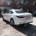 Автомобиль бизнес-класса Lexus ES 250
